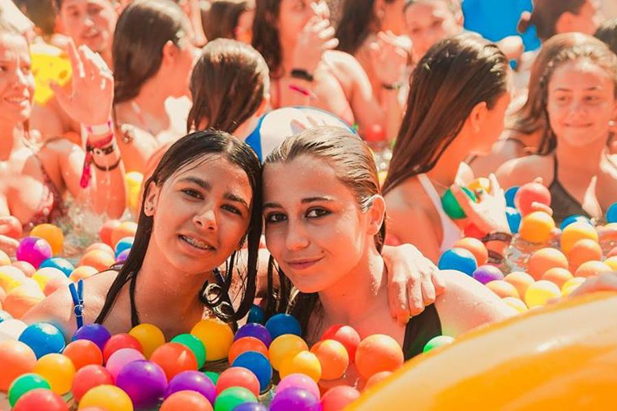 Galeria https://www.mallorcaislandfestival.com/img/galeria_actividades/5e047-pool.jpg
